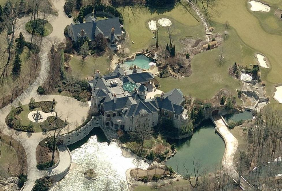 Papa John's CEO's 16 Acre Estate Not Big Enough Yet to Give Employees Health Care